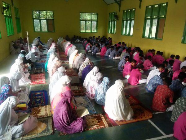 Mengaji Setelah Dhuha jadi Kebiasaan Siswa MTsN 1 Pohuwato